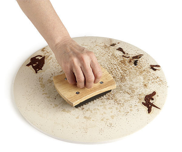 How to clean a Pizza Stone?