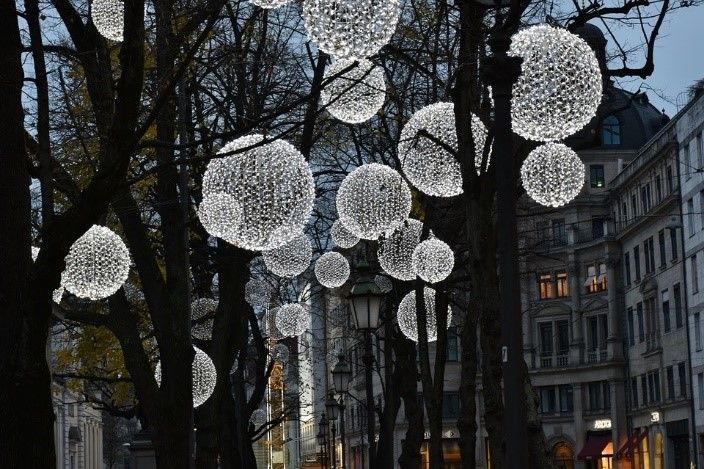 13 Amazing Ways to Use Solar Christmas Lights All Year Round | Outbaxcamping