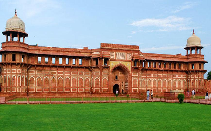 Taj Mahal Tour by Gatimaan Train, Same Day Taj Mahal tour by Gatimaan Express | Taj Mahal by Train