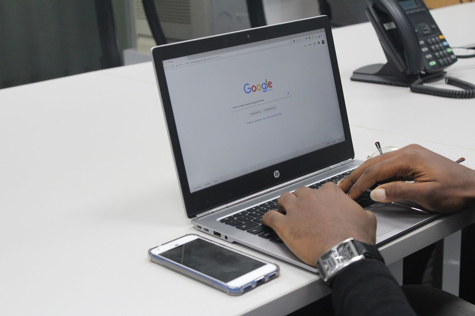 The Pros and Cons of Googling Your Date | Loveawake.com blog