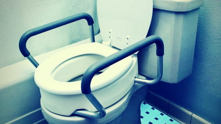 8 Best Raised Toilet Seats for Elderly | (Recommended)
