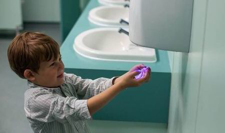 Paper Towels or Hand dryer: What Is The Best? - Bathroom Tool Kits