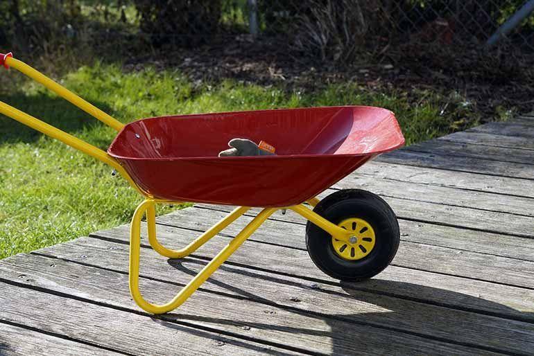 Choosing a Garden Wheelbarrow or Cart