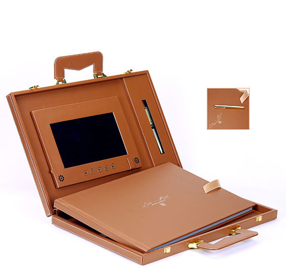 Flush Mount Leather Album with LCD Screen & 32 GB Customized Flash Drive