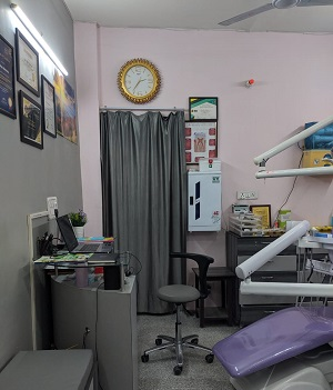 Dentist in Vasundhara Sector 4