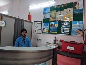 Dentist in Vasundhara Sector 1