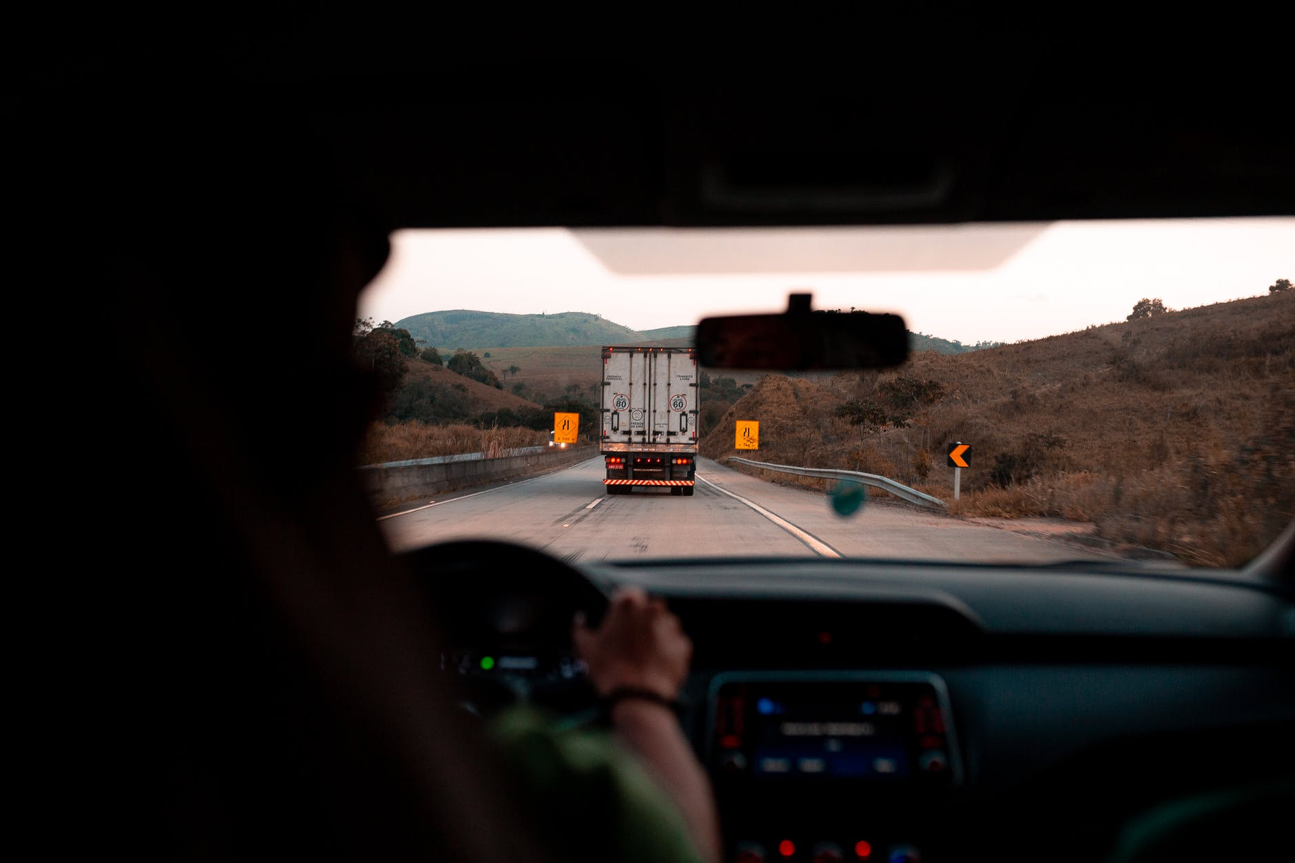 Choosing The Right Truck Driving Schools For Starting A New Truck Driving Career.