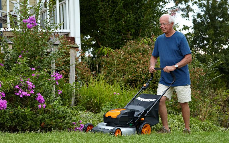 How to Perform Maintenance on an Electric Lawn Mower