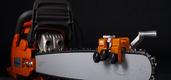 How does a Chainsaw Sharpener Work?