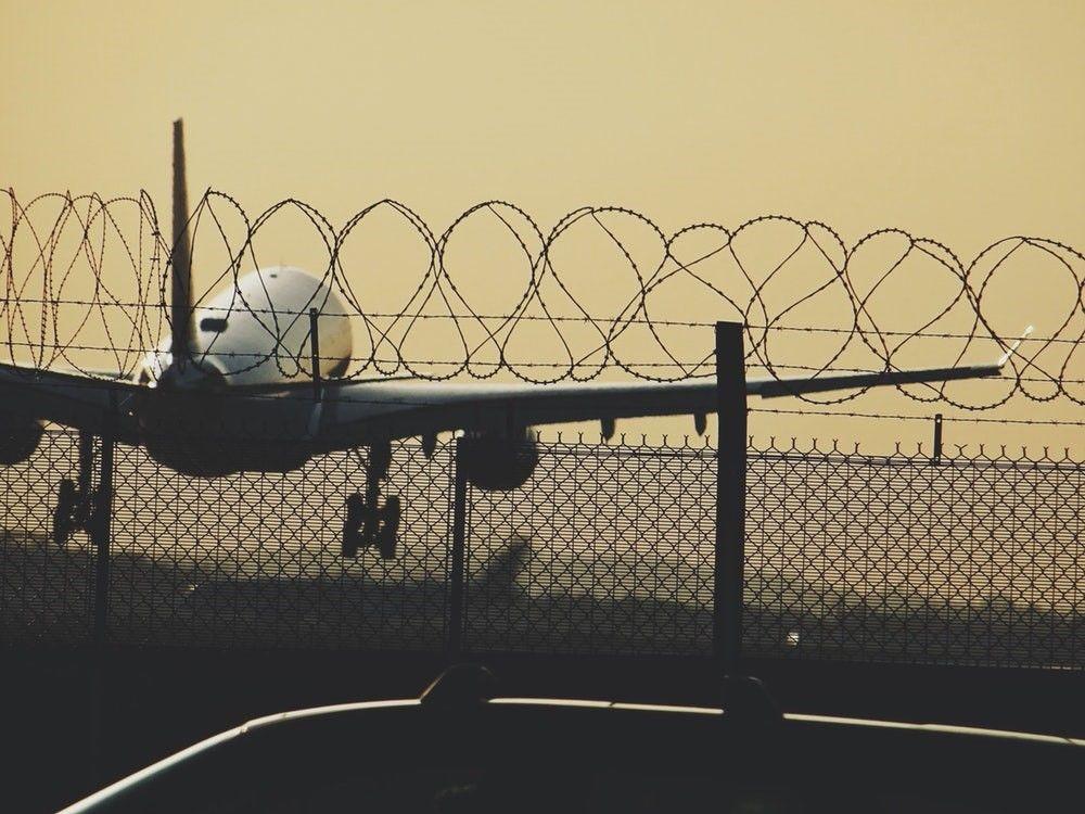 How to Navigate through Heathrow Airport Being a Young Traveller? | Smart Travel Deals | Blog