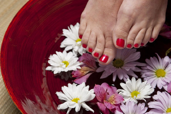 6 Home Remedies to Get Naturally Pretty Feet!
