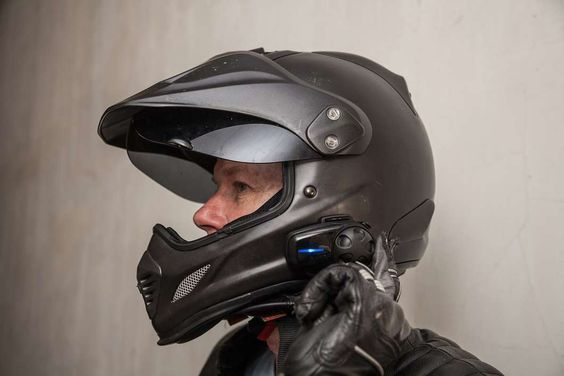 Tips on Identifying an Ideal Store to Buy Bluetooth Motorcycle Helmet
