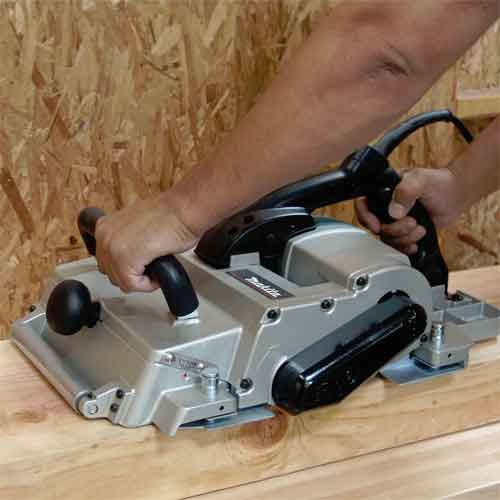 Make your wood working projects easy with the thickness planer