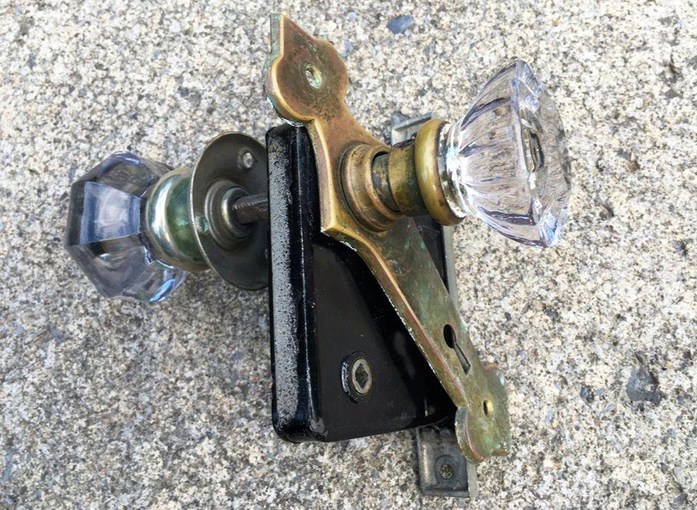 Glass Doorknobs – Bringing a Good Look In Your Door