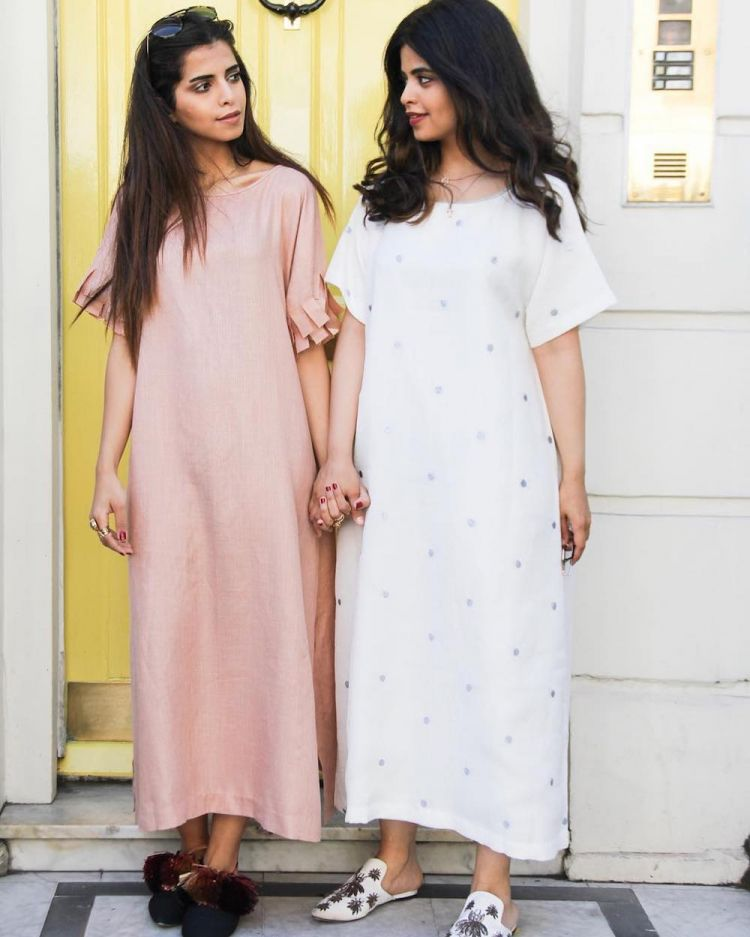 Ramadan Fashion in Modern, Modest, Loose and Soft-Color Dresses