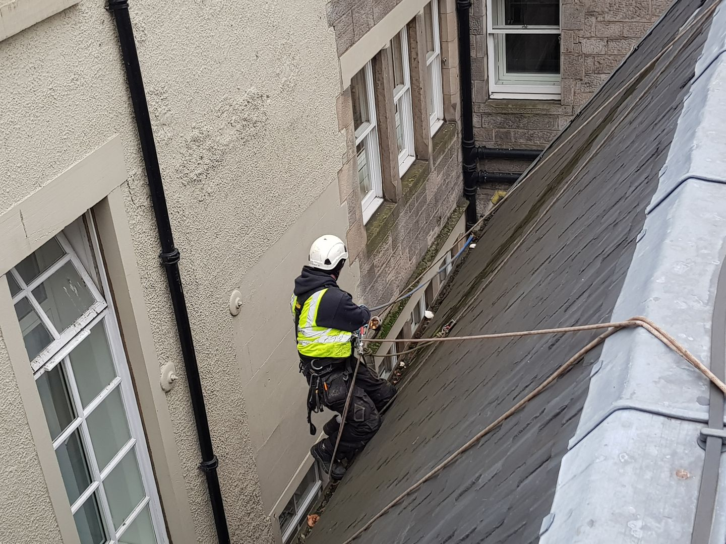 How to Choose The Best Roofing Company in Edinburgh - PDF