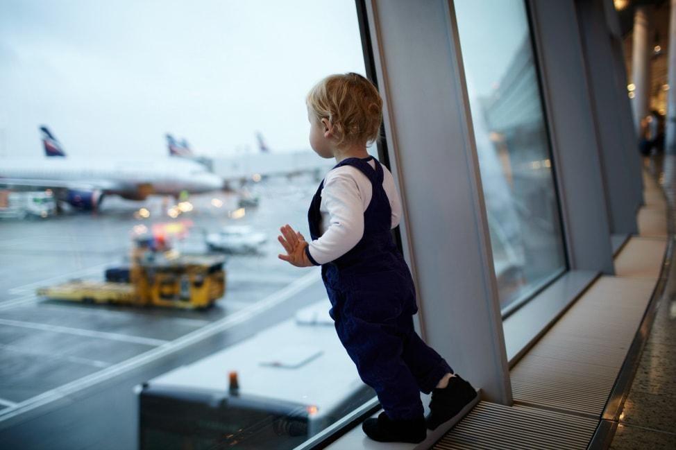 Kinh nghiệm cho trẻ sơ sinh đi máy bay cho các mẹ mới sinh nhé | Vietnam Like