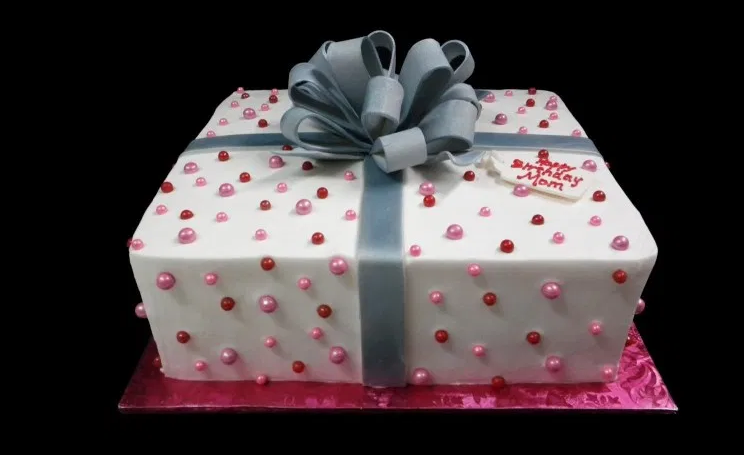 Why Square Birthday Cakes Are Trending in These Days