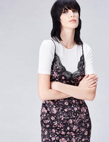 Slip dress con estampado floral de los años 90 -  Tips para 2020