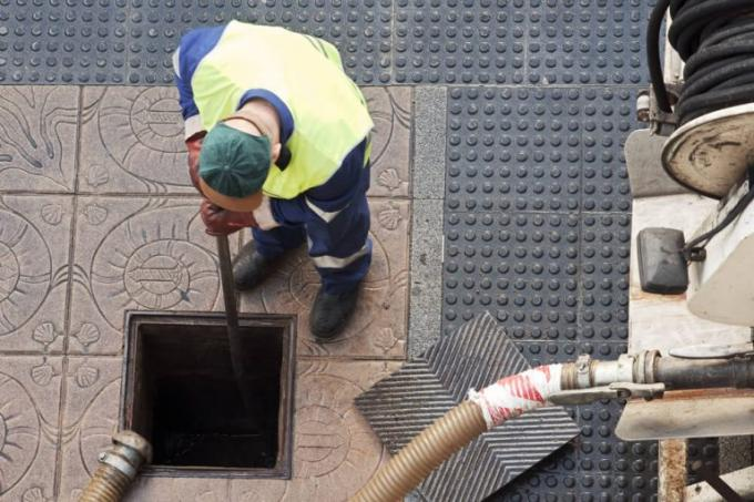 Hiring a Professional Plumber for Blocked Drains in North London