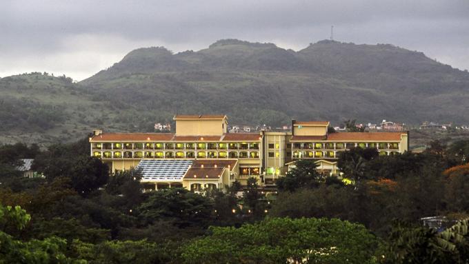 Hotels in Mumbai at cheap rates, 4 star hotels fariyas in Mumbai Colaba