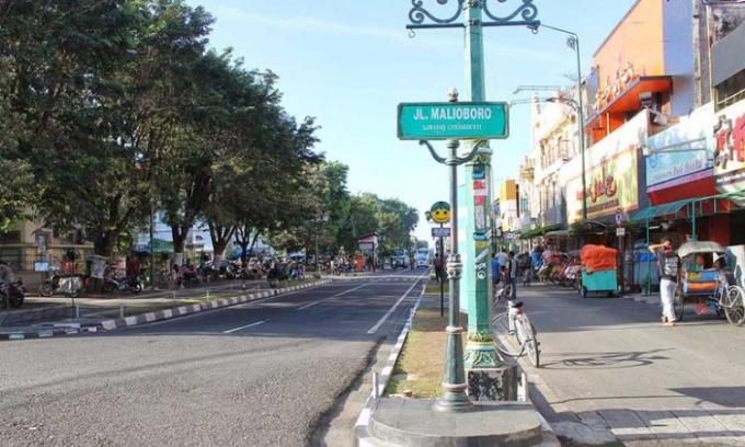 Jalan Malioboro, pusatnya tempat wisata belanja yang legendaris di Jogja
