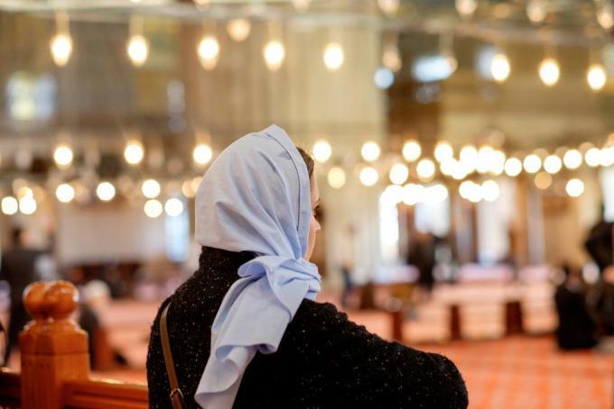 Modern Muslim Fashion & Its Influence in Global Market