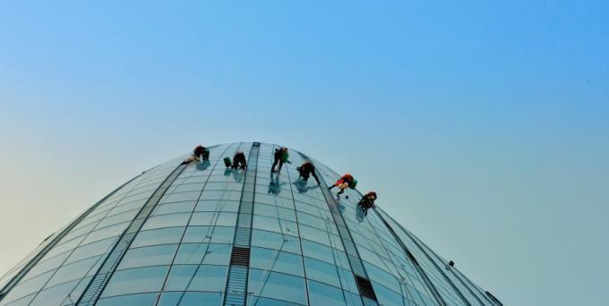 Best Ways to Clean High Rise Windows in Toronto