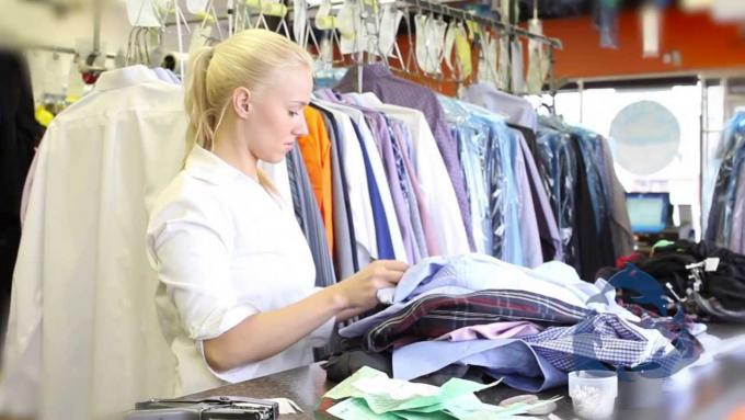 Benefits Of Choosing Professional Dry Cleaning Delivery and Laundry Services