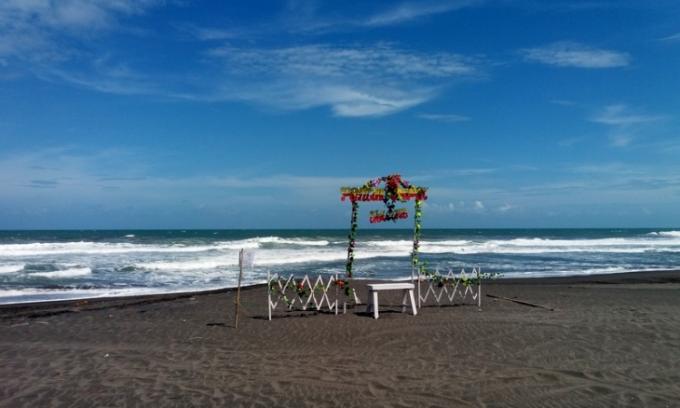 Wisata pantai Depok yang menawan dan eksotis di Bantul Jogja