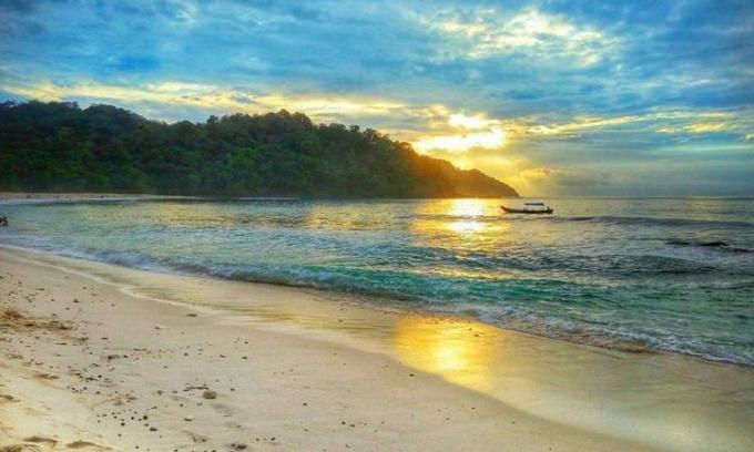 Wisata pantai Sendiki, mitos dan pesona indah yang tersembunyi di Malang