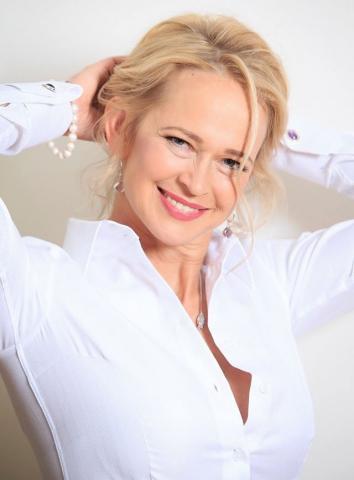 Luxurious Women's White Shirt | ELLA HOPFELDT