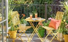 What should the small balcony be used for? | Velvet cushion