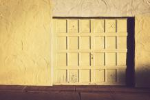 Guide On Choosing the Right Color for Your Garage Door
