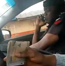 Police man caught on video collecting bribe from a motorist, arrested