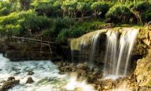 Perpaduan eksotik harmonisnya air terjun dan laut di wista pantai Jogan Gunung Kidul
